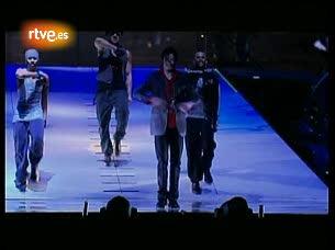 Ver v?deo  'Michael Jackson ensaya en el Staples Center de Los Angeles para la que iba a ser su última gira'