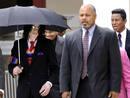 Michael Jackson, Jermaine Jackson y Joseph Jackson salen del Tribunal Superior de Justicia de Santa Barbara, California.