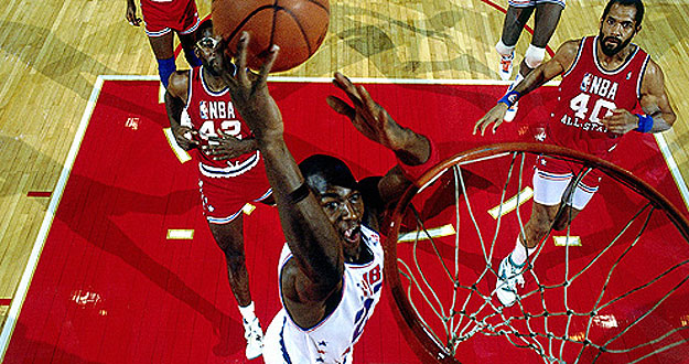 Michael Jordan realiza un mate durante el All-Star de 1988