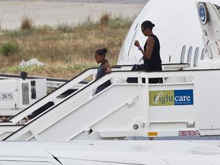 Ver v?deo  'Michelle Obama y su hija Sasha, ya están en la Costa del Sol'
