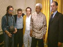 Los miembros del equipo con Mandela