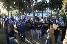 Miembros del partido neo-nazi griego Amanecer Dorado en una manifestación en Peraia, un suburbio de Tesalónica