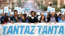 Miembros de 'Tandaz Tanta' participan en una manifestación a favor de los presos de ETA
