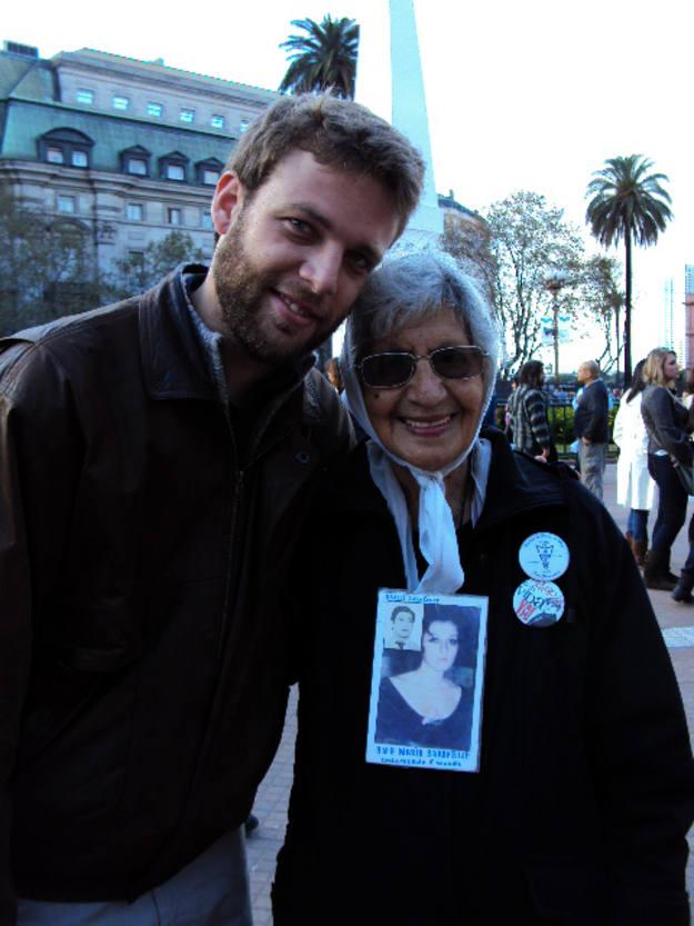 Miguel junto a Mirta Baravalle, una de las fundadoras de Madres y Abuelas de Plaza de Mayo