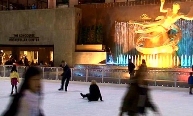 Miguel y Lluvia pasaron una tarde patinando en la pista de hielo del Rockefeller Center - Buscamundos