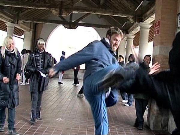 Miguel se enfrentó a un luchador ninja en las calles de Nueva York - Buscamundos