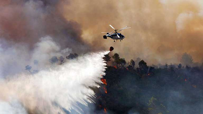 Más de 1.300 personas luchan contra las llamas en Valencia