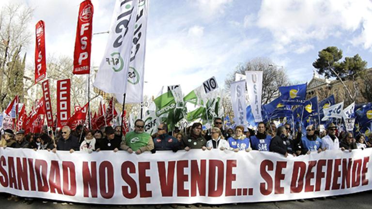 Miles de 'batas blancas' inician en Madrid su segunda manifestación de 2013