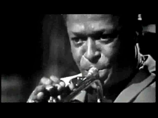 Miles Davis interpreta 'So What'