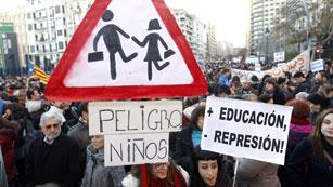 Ver vídeo  'Miles de estudiantes vuelven a salir a las calles de Valencia'