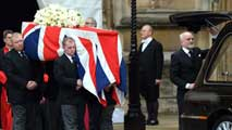 Ir al Video&nbsp;Miles de londinenses despiden a Margaret Thatcher