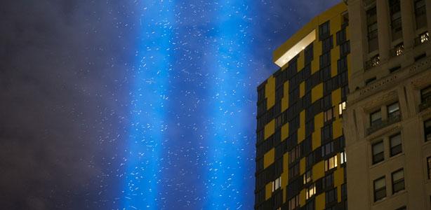 Miles de pájaros atravesaron los haces que conmemoraban el 11-S