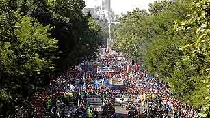 Ver vídeo  'Miles de personas acompañan a los mineros por las calles de Madrid'