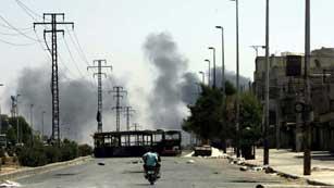 Ver vídeo  'Miles de personas atrapadas por el fuego del ejército y los rebeldes en Siria'