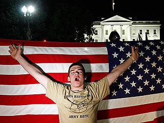 Ver vídeo  'Miles de personas celebran frente a la Casa Blanca la muerte de Osama Bin Laden'