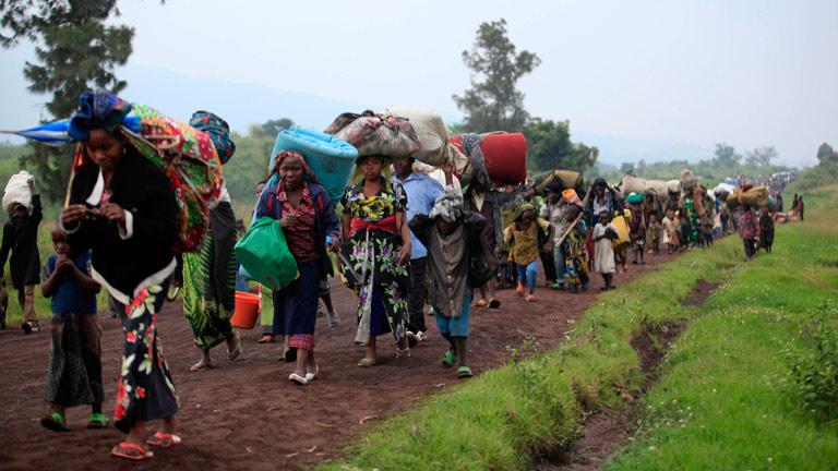 Miles de personas huyen de los combates en Congo