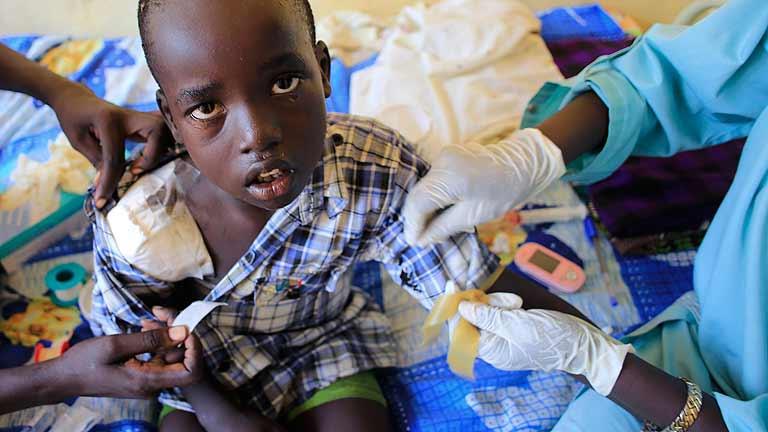 Miles de personas huyen de los combates en Sudán del Sur
