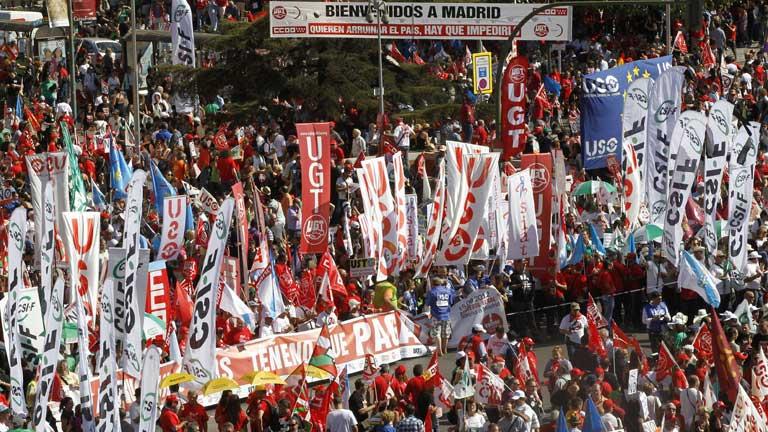 Miles de personas marchan en Madrid contra los recortes del Gobierno