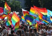 Miles de personas participan en la marcha del Orgullo Gay en Madrid