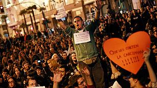 Ver vídeo  'Miles de personas piden la libertad de los detenidos el 25S'