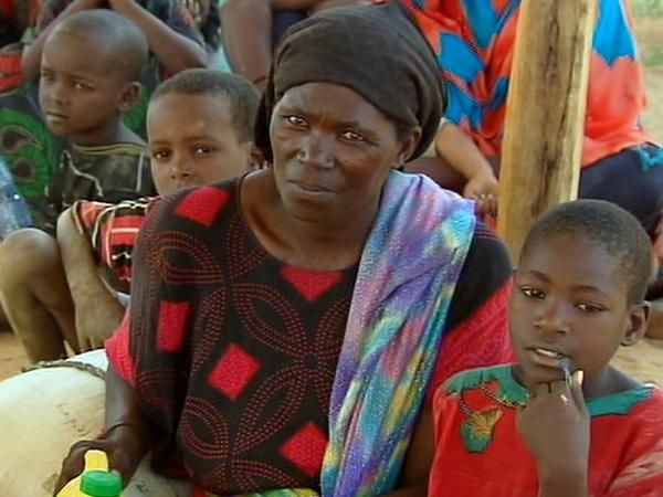 Miles de personas se concentran en el campo de refugiados de Dabaad, en Kenia - Buscamundos
