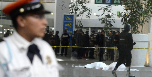 TRES POLICÍAS MEXICANOS MUEREN A MANOS DE AGENTES CORRUPTOS