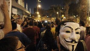 Ver vídeo  'Un millar de israelíes se manifiesta en Tel Aviv en solidaridad con un hombre que intentó inmolarse'