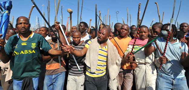 Mineros de la mina Marikana en la manifestación del pasado 10 de septiembre