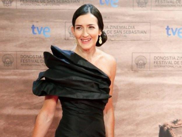 La ministra de Cultura, Ángeles González-Sinde, también posa en le alfombra roja