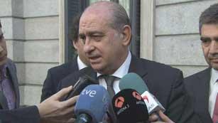 Ver vídeo  'El ministro del Interior respalda a la policía frente al auto del juez Pedraz'