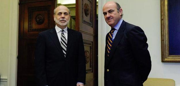 El ministro español de Economía y Competitividad, Luis de Guindos, se reúne con el presidente de la Reserva Federal, Ben Bernanke