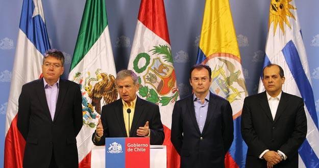 Los ministros de Hacienda miembros de la Alianza del Pacifico en el Palacio de La Moneda en Santiago de Chile