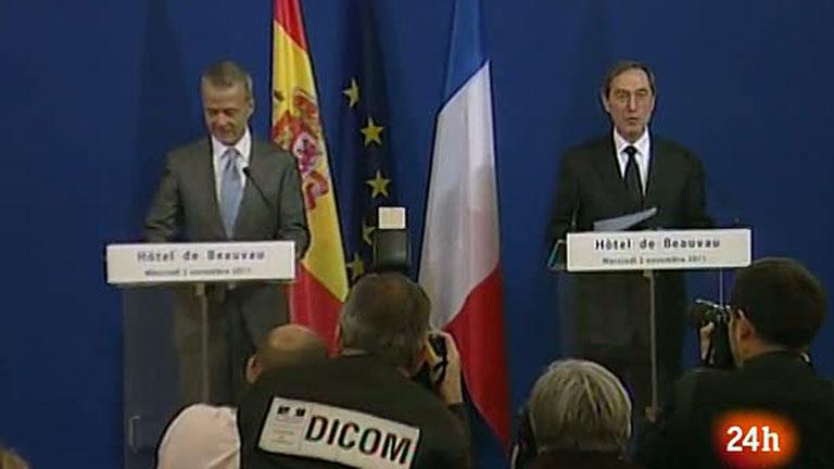 Los ministros de Interior de España y