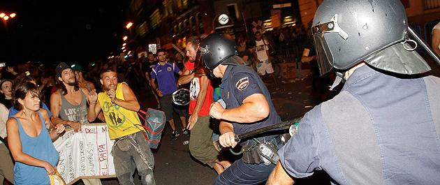Minuto a minuto: La Policía desaloja Sol por la fuerza tras la manifestación laica