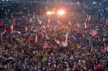 Más de medio millón de personas, según el portavoz del Vaticano, ha asistido a la eucaristía en Copacabana con la que ha comenzado la JMJ de Brasil 2013