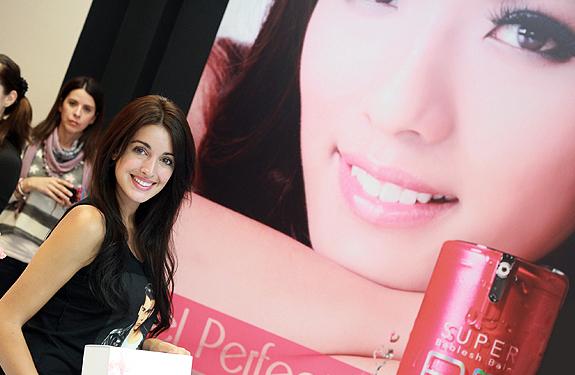 La modelo Noelia López en la tienda de Skin79 en Madrid