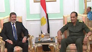 Ver vídeo  'Mohamed Morsi se reúne con la junta militar egipcia'