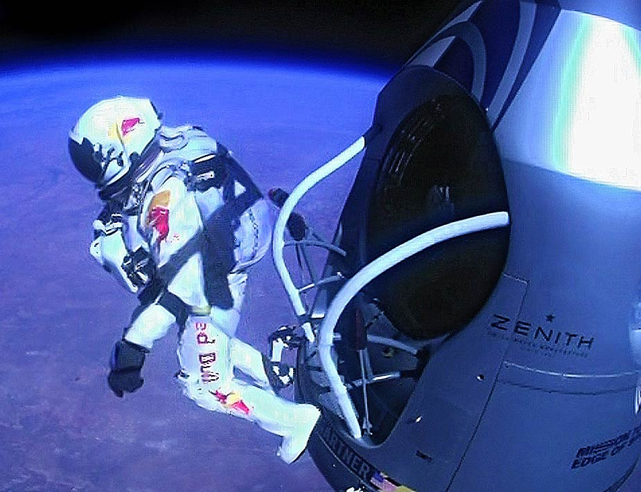 El momento en que Baumgartner salta al vac&iacute;o desde 39.000 metros de altura, con el desaf&iacute;o de superar los 1.100 kil&oacute;metros por hora. AFP