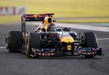 Momento en el que Vettel pincha la rueda izquierda trasera y tiene que decir adiós al GP d