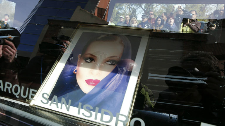 Momentos emotivos por la pérdida de Sara Montiel en pleno centro de Madrid