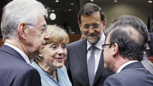 Ver v&iacute;deo  'Monti re&uacute;ne a Merkel, Hollande y Rajoy para consensuar mecanismos de ayuda a Espa&ntilde;a e Italia'