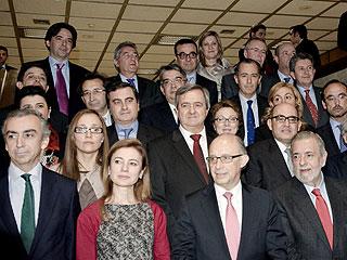 Ver vídeo  'Montoro anuncia que el Gobierno podrá intervenir las CC.AA. que incumplan el objetivo de déficit'