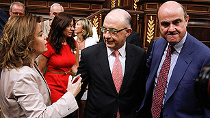 Ver vídeo  'Montoro pide un esfuerzo por el bien de España y Rubalcaba cree que el ajuste agravará la recesión'