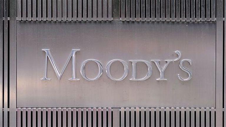 Moody's rebaja de uno a cuatro escalones la nota de los bancos españoles
