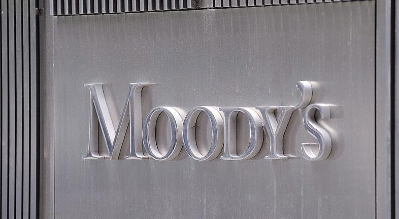 MoodyÂ's revisa amenaza con rebajar las calificaciones de ocho bancos españoles