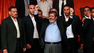Ver vídeo  'Morsi jura simbólicamente ante Tahrir y se crece ante Junta Militar egipcia'