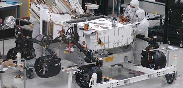 Imagen de la nave 'Curiosity' en su puesta a punto antes de su partida al espacio