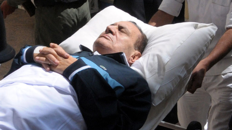 El expresidente egipcio Hosni Mubarak permanece en coma