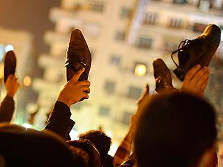 Ver v?deo  'Mubarak se aferra al poder y desata la indignación de los egipcios'