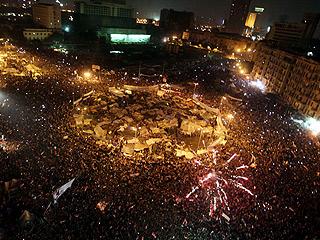 Ver v?deo  'Mubarak se marcha y deja el poder a los militares'